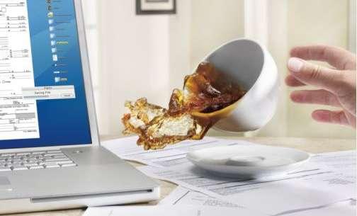 Nước vào bàn phím laptop cần khắc phục như thế nào