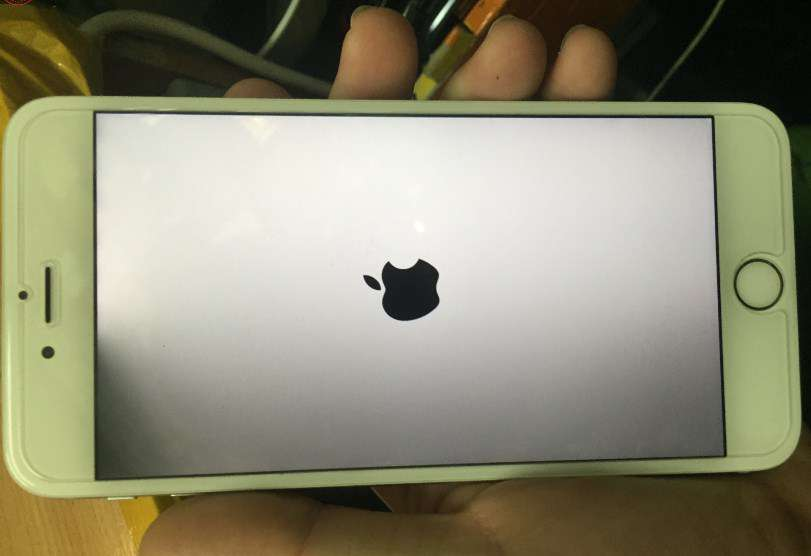 màn hình iphone đen một góc
