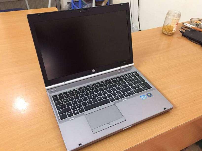 laptop co ban phim ben phai hp 8570