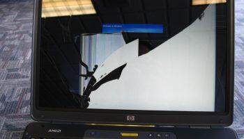 Màn hình laptop bị vỡ bên trong có sửa được không?