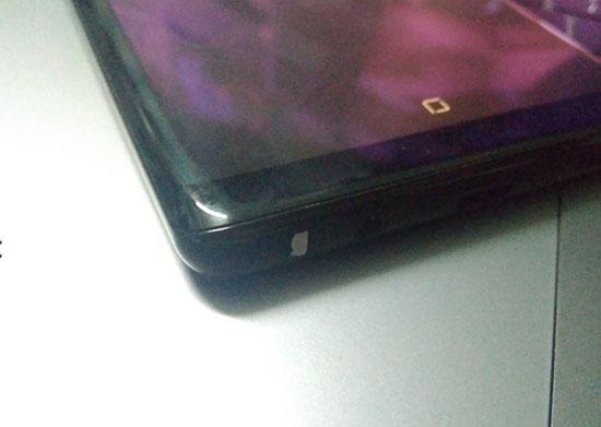 Điện thoại Note 8 bị tróc sơn (hình ảnh do người dùng cung cấp)