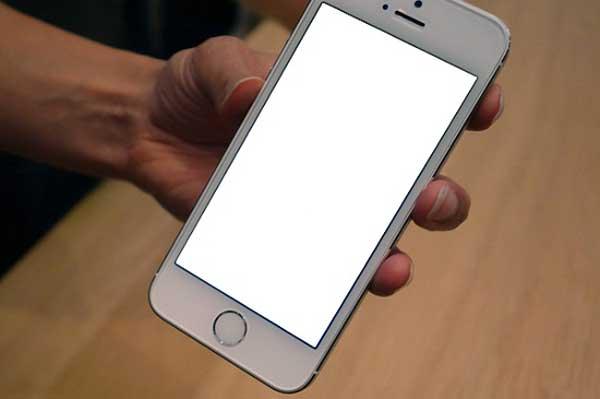 iPhone 7 bị trắng màn hình