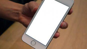 Lỗi màn hình điện thoại bị trắng xóa có sửa được hay không?