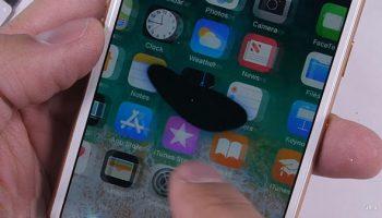 Màn hình điện thoại bị chấm đen là lỗi gì?