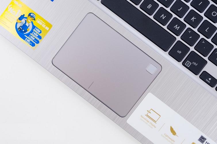 Phía góc phải của Touchpad là vị trí của cảm biến vân tay