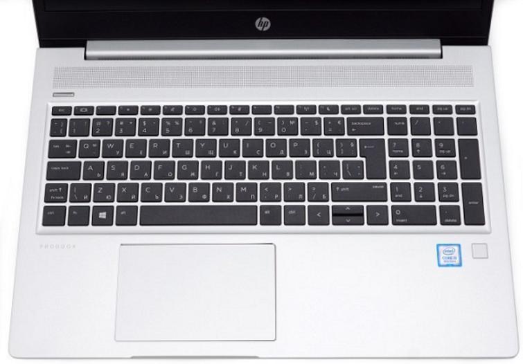 Touchpad được thiết kế với kích thước tương đối lớn