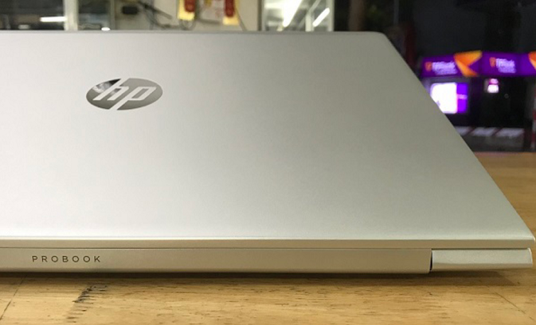 Chiếc laptop nhỏ gọn vào balo và đi bất cứ đâu