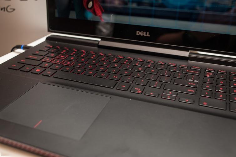 Touchpad của Dell 7567 hơi lệch về phía bên trái của máy