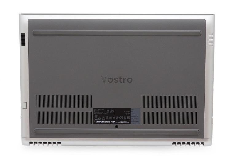 Vostro 7580 sở hữu hai khe tản nhiệt đẹp mắt và khá lớn ở phía sau máy