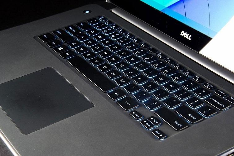Bàn phím của Dell Precision M3800 ngay lập tức thu hút với người dùng