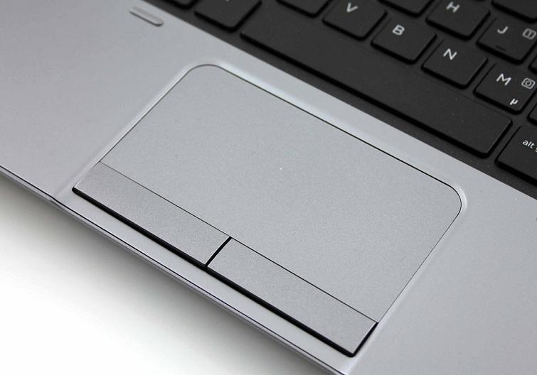 Touchpad thiết kế khá là mịn và mượt mà