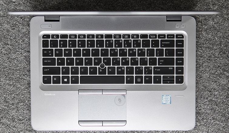 Bàn phím có dạng Chiclet với khoảng cách giữa những phím khá là hợp lý