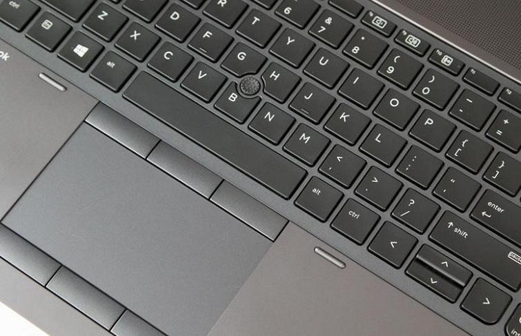 Bề mặt Touchpad cực kì êm tay và thoải mái di chuyển