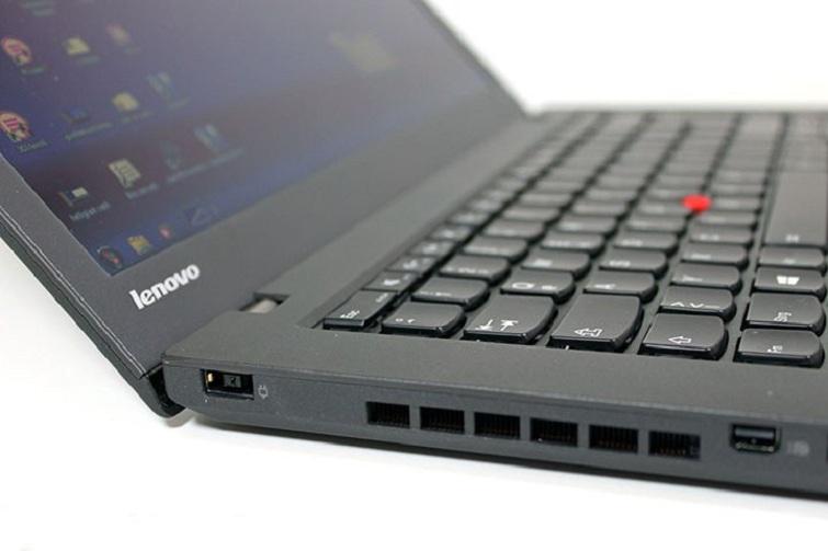 Cạnh trái của Thinkpad T440