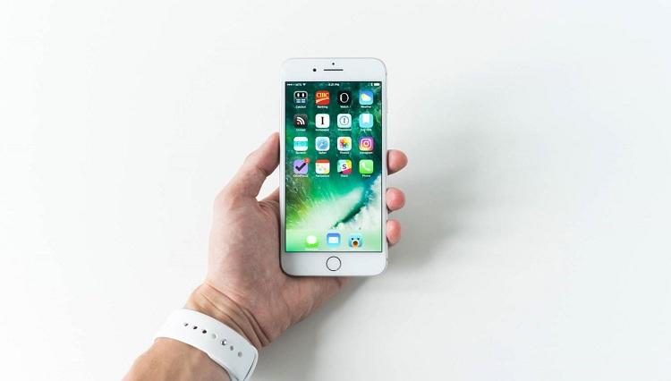 Làm cách nào để thiết lập nhận dạng khuôn mặt trên điện thoại iPhone Apple?