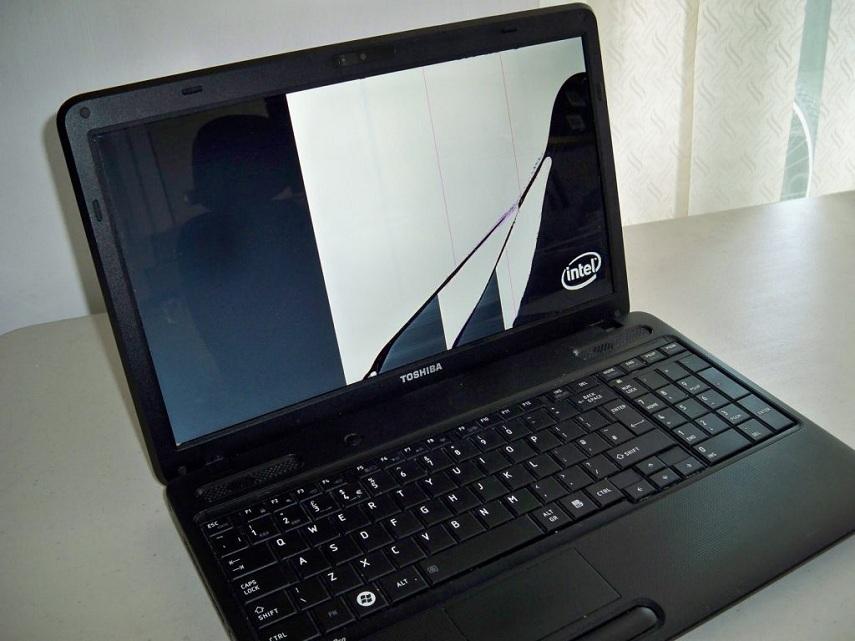thay-man-hinh-laptop-toshiba-uy-tin-lay-ngay-o-dau