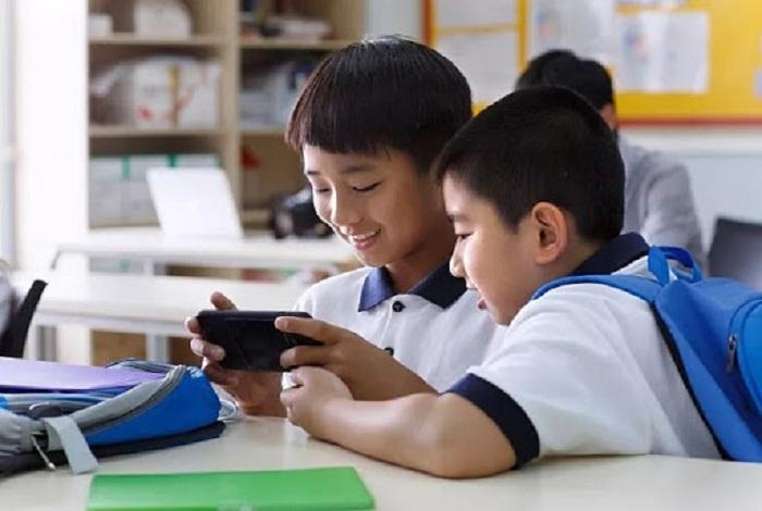 1. Ảnh hưởng của smartphone đến học tập, nghỉ ngơi của học sinh và giảm hiệu quả học tập.