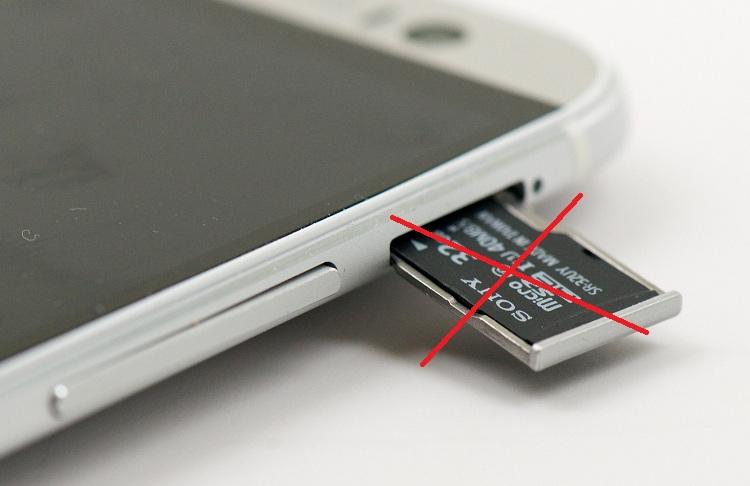 Hãy tìm một khe cắm thẻ nhớkiểm tra iPhone chính hãng